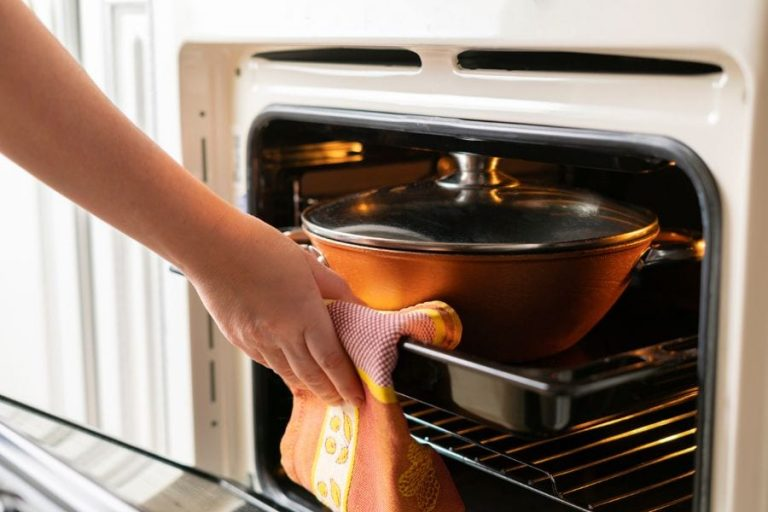 https://wigglywisdom.com/can-you-put-a-pot-in-the-oven/