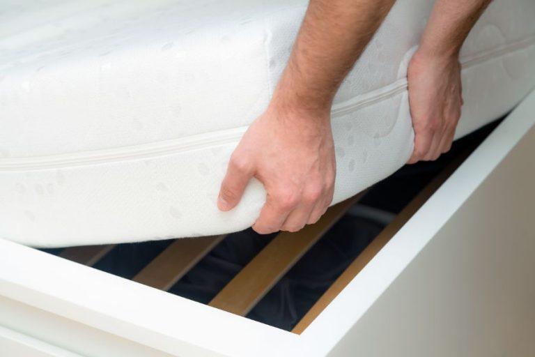 ¿Es realmente útil poner una tabla debajo de un colchón?